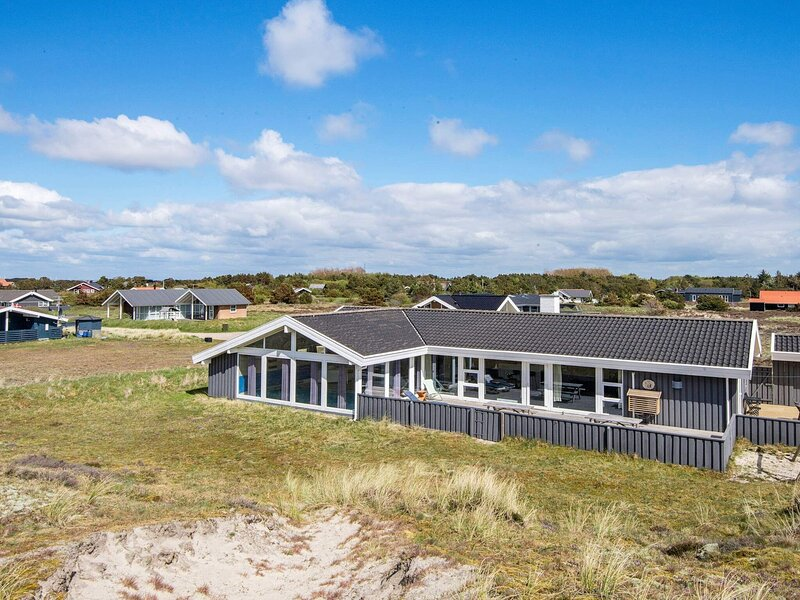 Pleasant Holiday Home in Fanø With Whirlpool, holiday rental in Fanoe