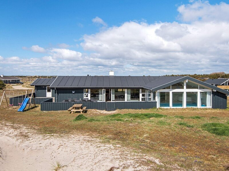 Spacious Holiday Home in Fanø With Swimming Pool, location de vacances à Soenderho