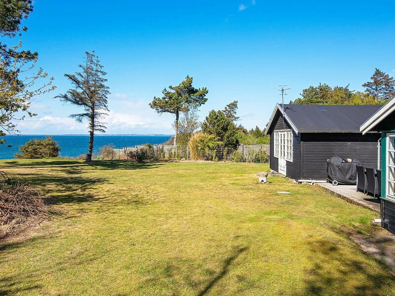 Pleasant Holiday Home in Fårevejle With Panoramic Sea View, holiday rental in Odsherred Municipality