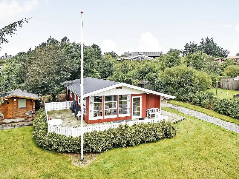 Luxurious Holiday Home in Struer with Terrace, holiday rental in Vinderup