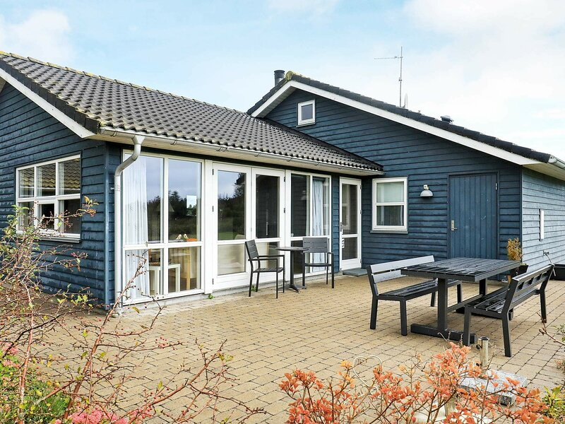 Cosy Holiday Home in Sæby With Sauna, holiday rental in Lyngsaa