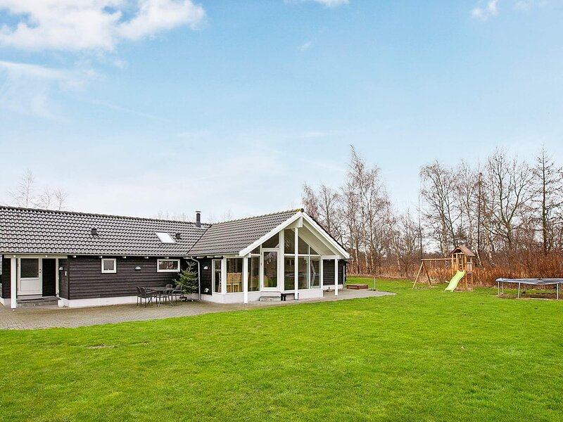 Garden-View Holiday Home in Falster with sauna, alquiler vacacional en Falster