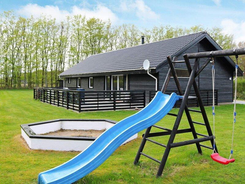 Quaint Holiday Home in Storvorde with Sauna, location de vacances à Hals