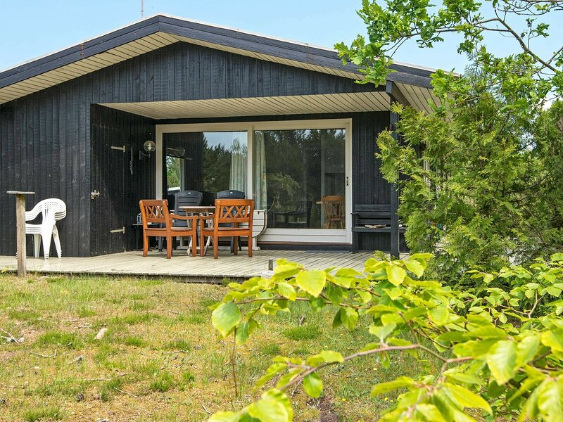 Graceful Holiday Home in Glesborg with Terrace, holiday rental in Fjellerup Strand