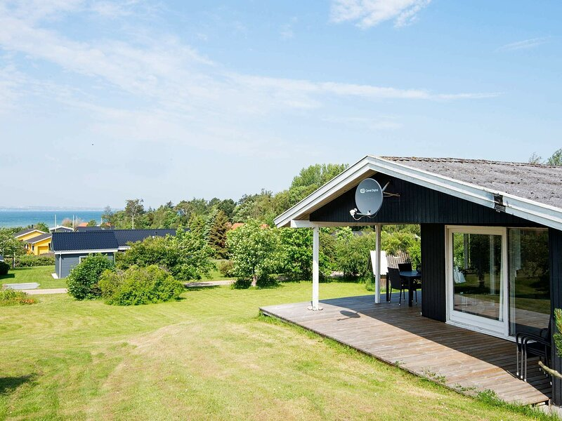 Inviting Holiday Home in Knebel with Terrace, casa vacanza a Risskov