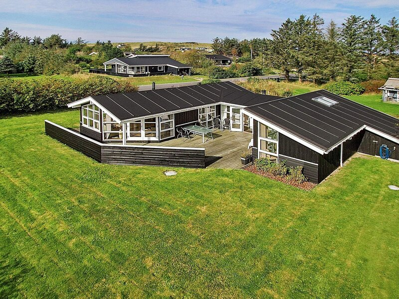 5 star holiday home in Hjørring, casa vacanza a Lonstrup