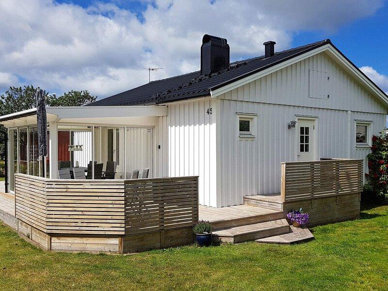 8 person holiday home in TRÄSLÖVSLÄGE, vacation rental in Halland County