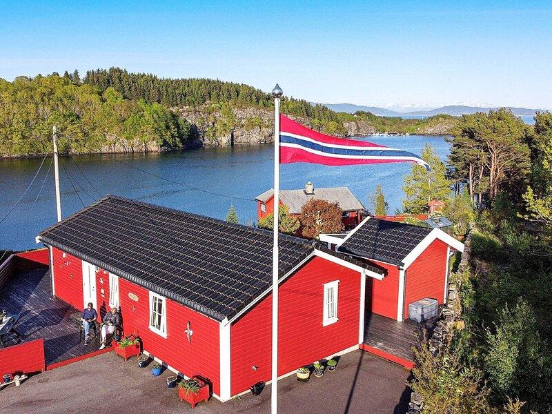 7 person holiday home in KLOKKARVIK, alquiler vacacional en Vinnes
