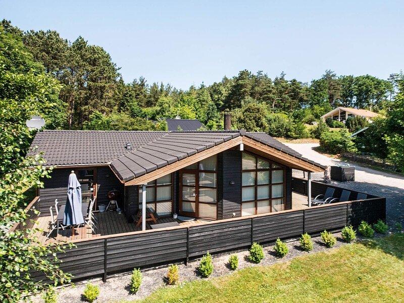 5 star holiday home in Ebeltoft, Ferienwohnung in Boeslum