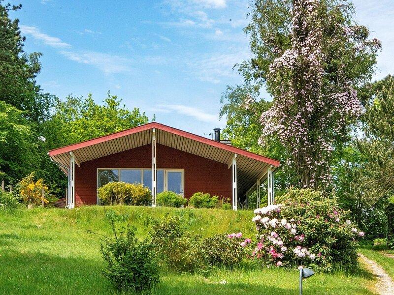 5 person holiday home in Ebeltoft, Ferienwohnung in Boeslum