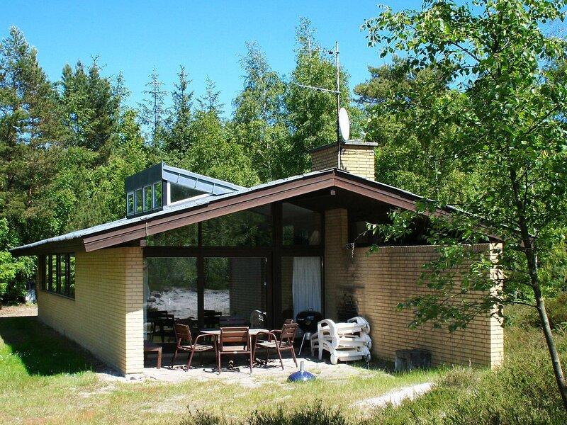 Spacious Holiday Home in Nexø Bornholm with Sauna, location de vacances à Dueodde