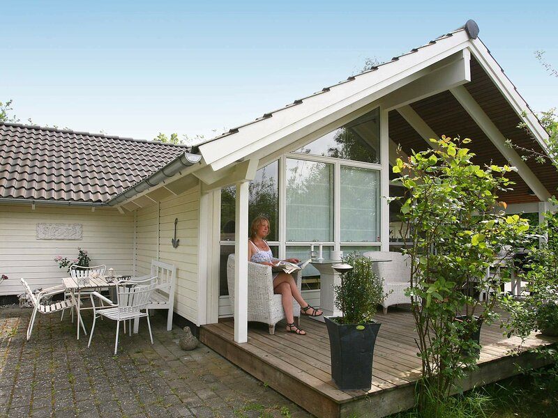 Serene Holiday Home in Dronningmølle with Sauna, holiday rental in Hornbaek