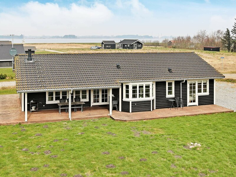 Spacious Holiday Home in Storvorde Whirlpool, location de vacances à Hals