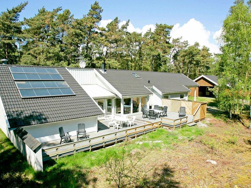 Luxurious Holiday Home in Nexø Bornholm with Swimming Pool, location de vacances à Dueodde