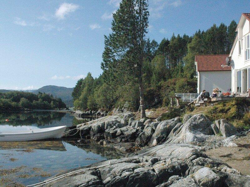 5 star holiday home in GURSKØY, holiday rental in Møre og Romsdal