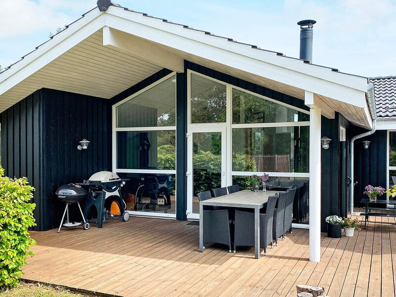 Stylish Holiday Home in Hals Denmark With Private Whirlpool, location de vacances à Hals