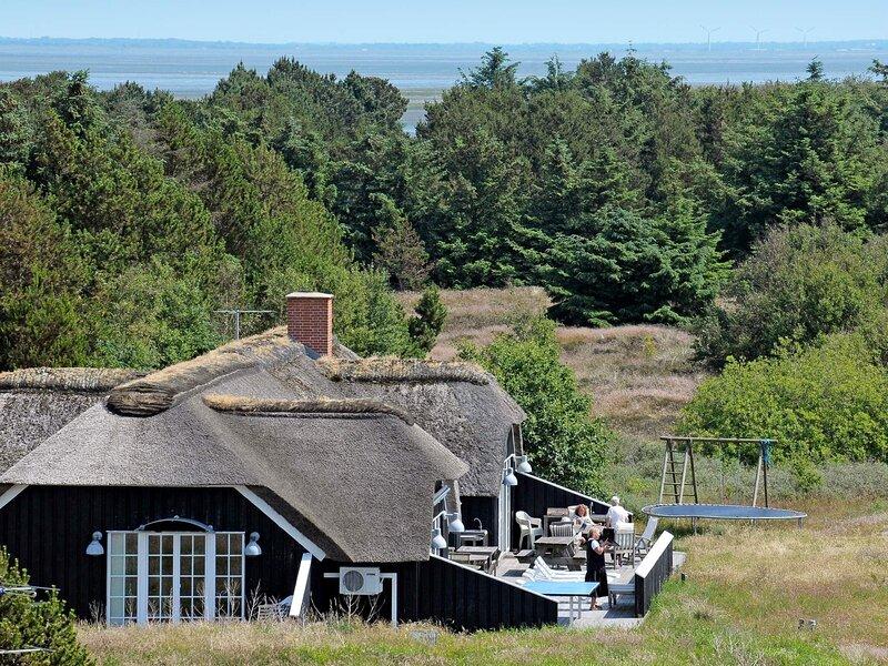 Serene Holiday Home in Fano with Sauna, location de vacances à Soenderho