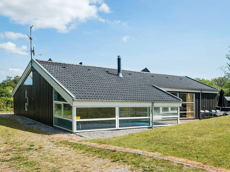 Fabulous Holiday Home in Ebeltoft with Indoor Pool, location de vacances à Femmoeller