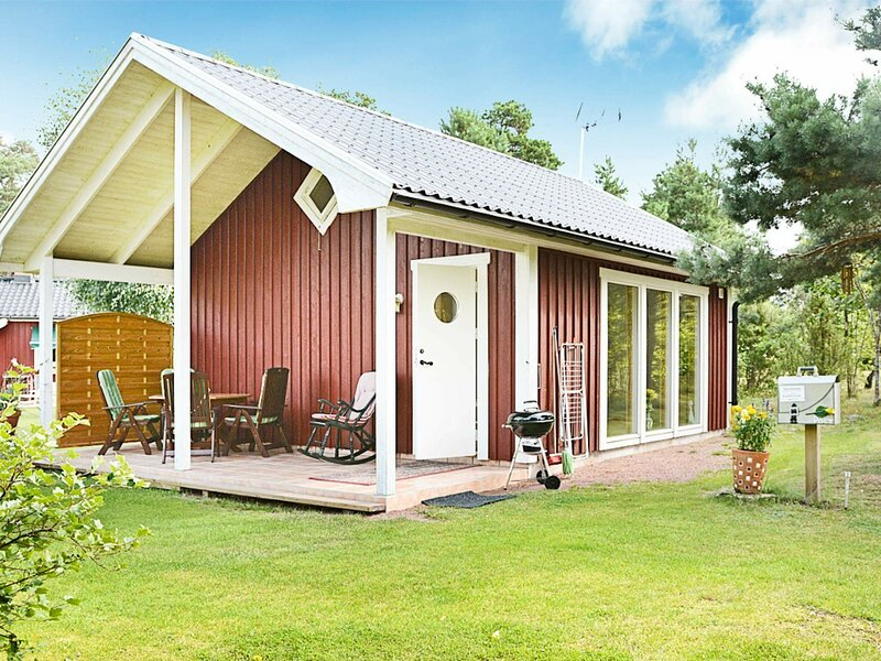 4 person holiday home in Mönsterås, location de vacances à Lottorp