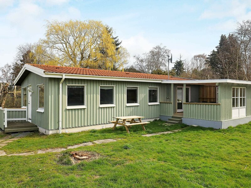 Charming Holiday Home in Stege with Garden, alquiler vacacional en Rødvig