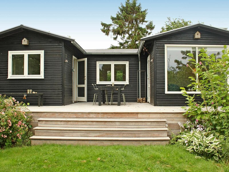 Modern Holiday Home in Jaegerspris with Terrace, holiday rental in Hundested