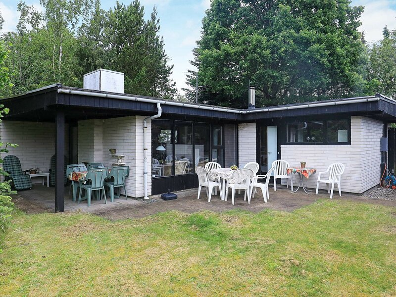Alluring Holiday Home in Hals with Terrace, location de vacances à Hals