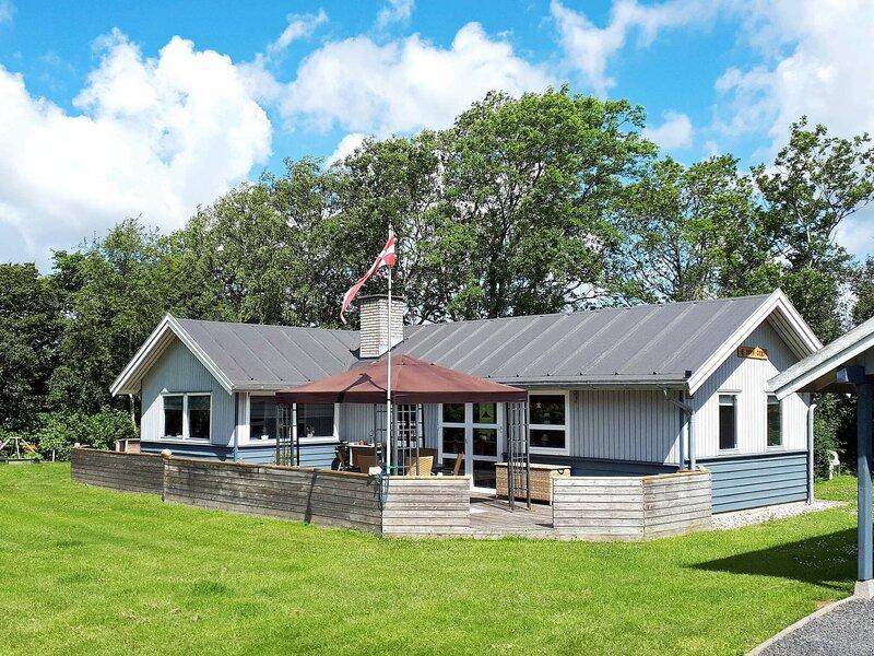 Elegant Holiday Home in Jutland near the Sea, location de vacances à Bork Havn