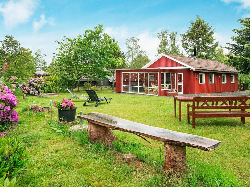Quiet Holiday Home in Jutland with a Whirlpool, holiday rental in Ribe