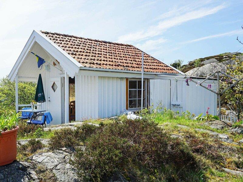 2 person holiday home in Gullholmen – semesterbostad i Fiskebäckskil