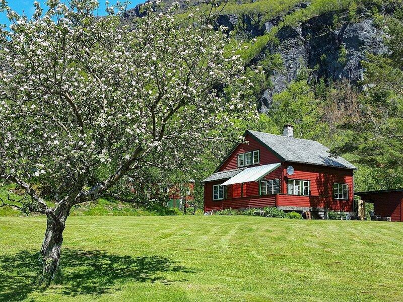 12 person holiday home in ETNE, casa vacanza a Vindafjord Municipality