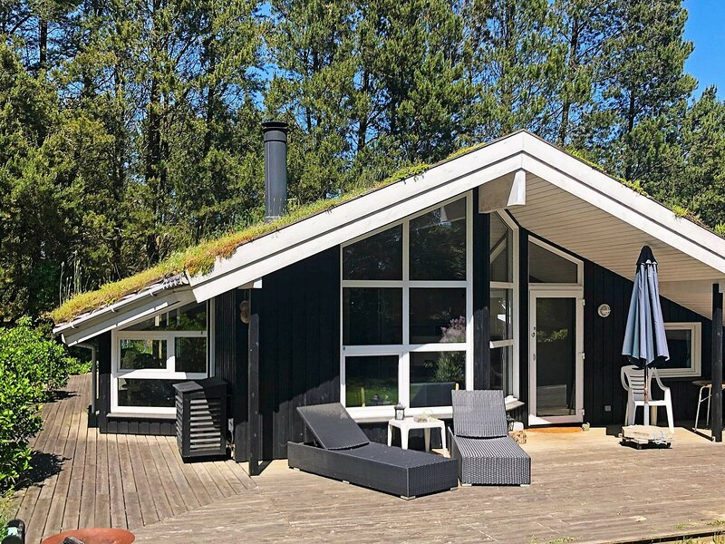 Roomy Holiday Home in Jutland near the Sea, holiday rental in Pandrup