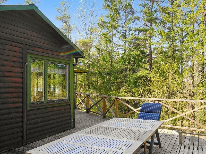 4 person holiday home in UDDEVALLA – semesterbostad i Henån
