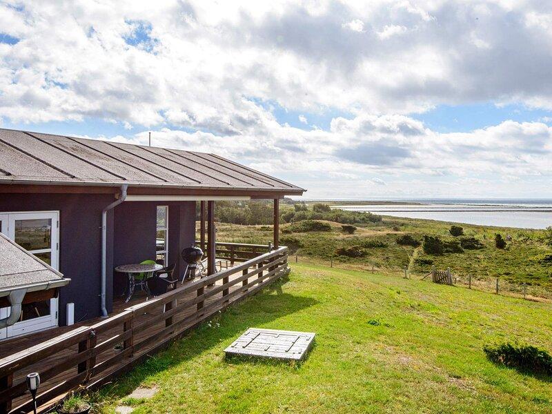 Stunning Holiday Home in Jutland with Whirlpool, Ferienwohnung in Elsegaarde Strand