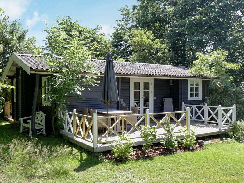 Sunny Holiday Home in Vejby with Terrace, alquiler vacacional en Gribskov Municipality