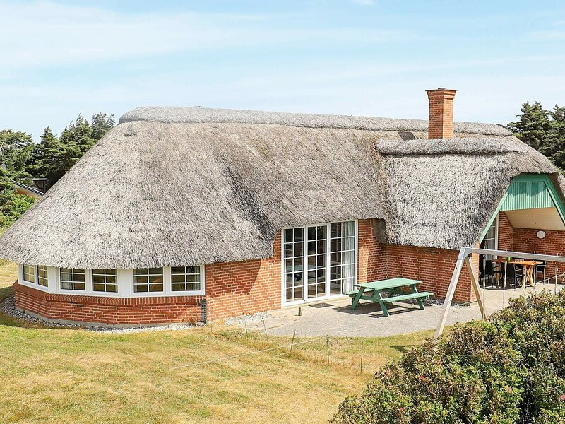 Traditional Holiday Home in Jutland with Pool, holiday rental in Ferring