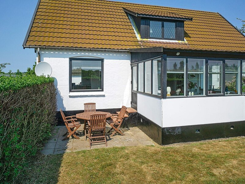 Quaint Holiday Home in Bornholm with Terrace, holiday rental in Balka