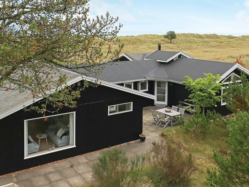 Secluded Holiday Home in Jerup by the Sea, holiday rental in Napstjaert