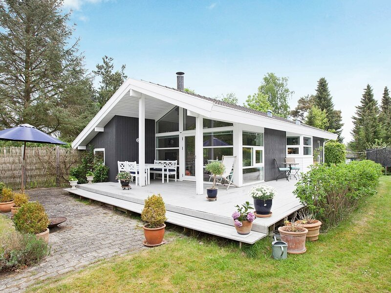 Luxurious Holiday Home in Hovedstaden with Garden, location de vacances à Helsingborg