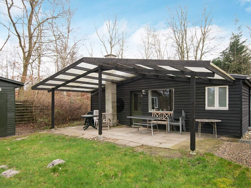 Cosy Holiday Home in Glesborg near Sea, holiday rental in Fjellerup Strand