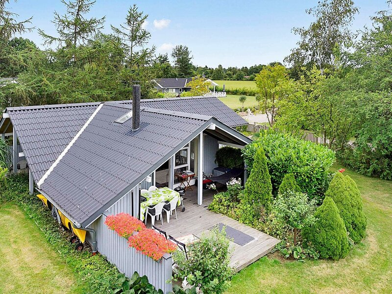 Luxurious Holiday Home in Zealand with Garden, holiday rental in Koege Municipality