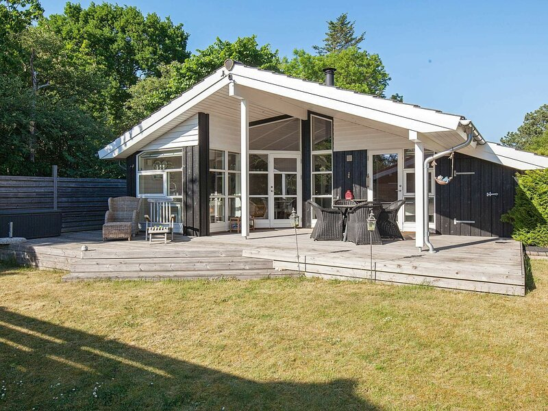 Charming Holiday Home in Føllenslev with Whirlpool, holiday rental in Kalundborg Municipality