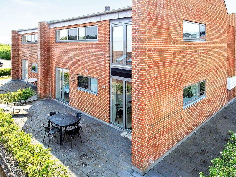 Modern Apartment in Hemmet with Whirlpool, location de vacances à Bork Havn