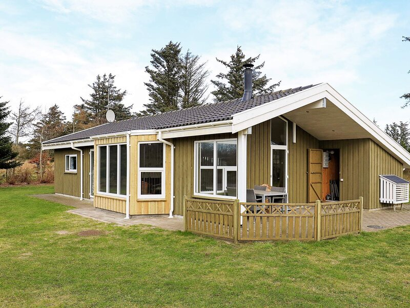 Charming Holiday Home in Lønstrup with Sauna, casa vacanza a Lonstrup