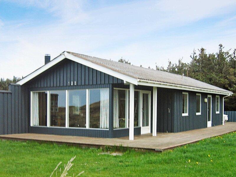 Quaint Holiday Home in Løkken Jutland With Stunning View, casa vacanza a Lokken