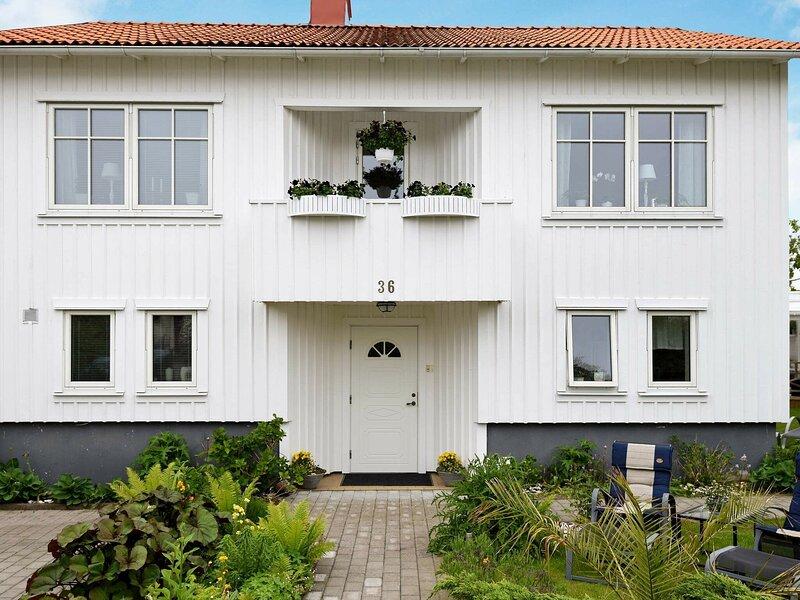 2 person holiday home in LYSEKIL – semesterbostad i Fiskebäckskil