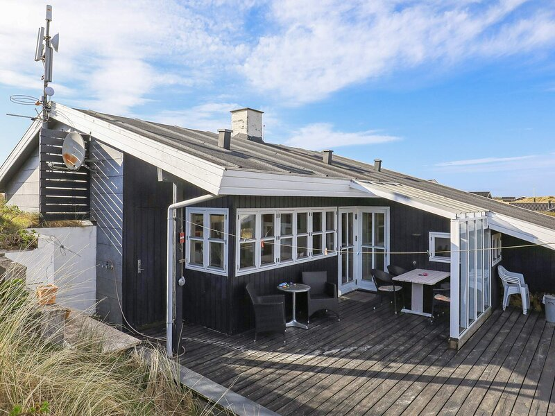 Serene Holiday Home in Løkken Near Sea, casa vacanza a Lokken