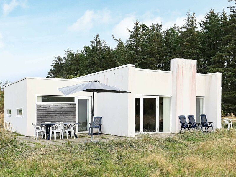 Charming Holiday Home in Ålbæk With Indoor Whirlpool, holiday rental in Hulsig