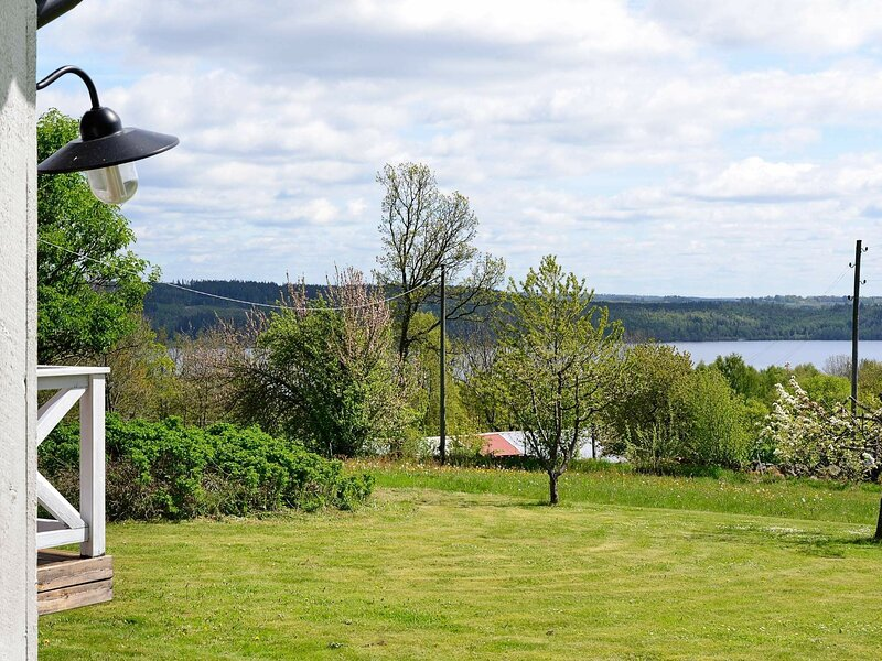 6 person holiday home in TVÄRRED, holiday rental in Hokerum