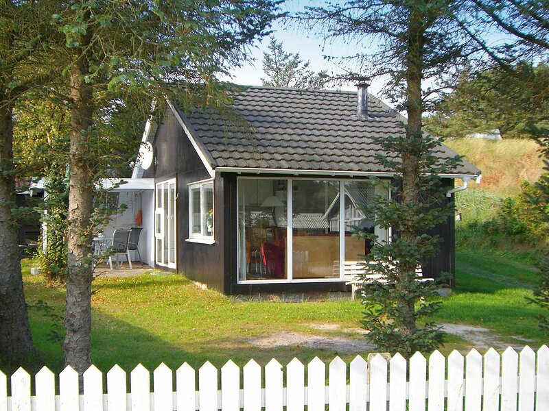 Charming Holiday Home in Blokhus Jutland Near Beach, holiday rental in Jammerbugt Municipality