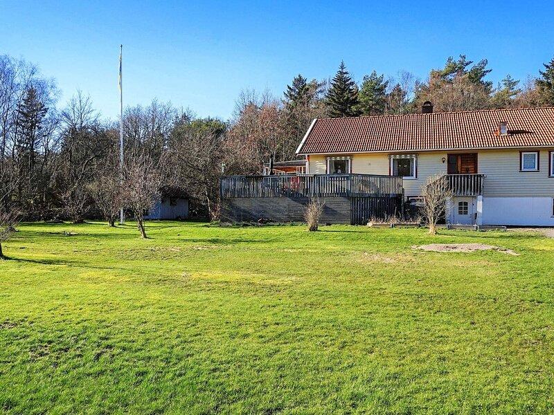 4 star holiday home in KYRKESUND, alquiler vacacional en Stora Dyron
